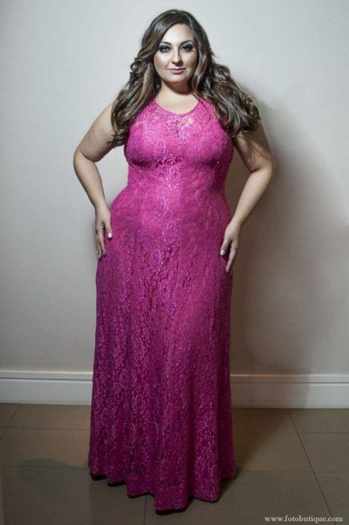 vestido plus size para formatura em renda 490x738 Vestidos PLUS SIZE para Festas e Baladas e dia a dia