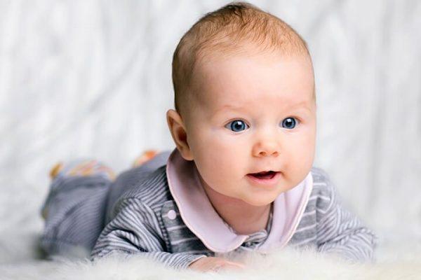 Desenvolvimento de Bebê com 3 Meses de vida após nascimento, Conheça a Fase