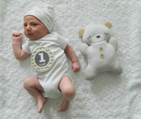 bebe com 1 mes 490x414 Bebê com 1 mês após o Nascimento, Com está o desenvolvimento