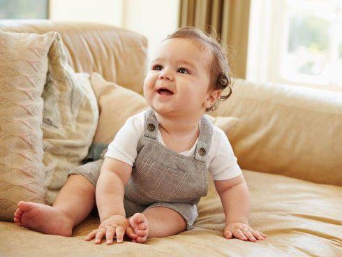 bebe com 6 meses 490x368 Desenvolvimento do bebê de 6 meses de vida, Situações normais