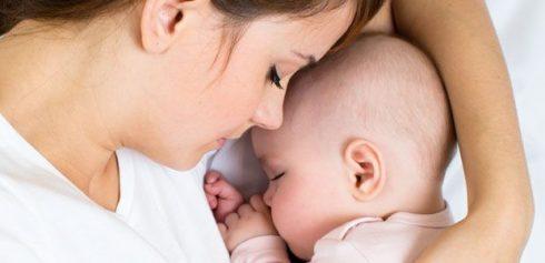 bebe nao dorme a noite 490x237 O bebê não Dorme a Noite, Como Ensinar hábitos Corretos