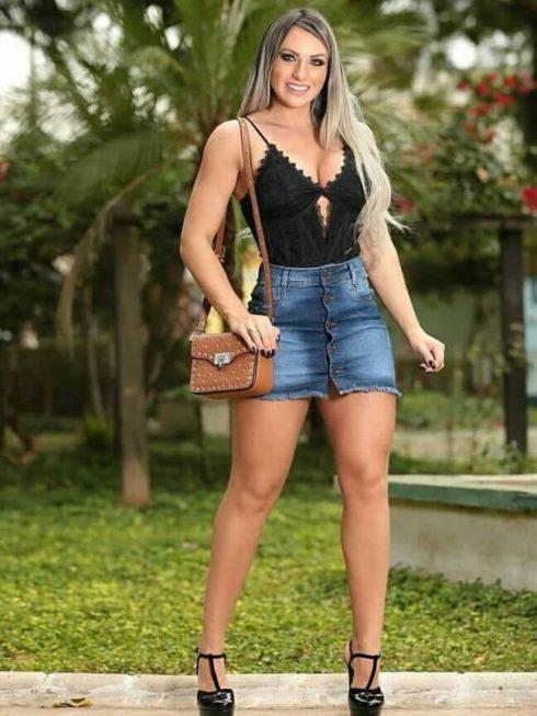 imagem 34 490x653 Jeitos de usar Saia Jeans Curta Perfeita para o Verão