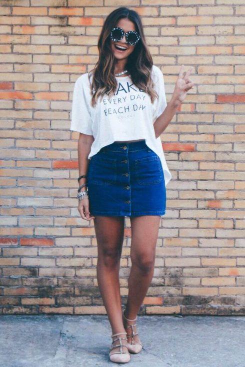 imagem 37 490x735 Jeitos de usar Saia Jeans Curta Perfeita para o Verão