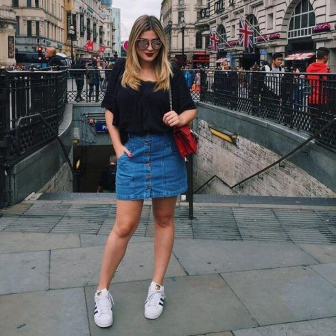 imagem 7 10 490x490 Jeitos de usar Saia Jeans Curta Perfeita para o Verão