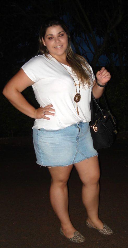 saia jeans curta para gordinha 3 490x948 Jeitos de usar Saia Jeans Curta Perfeita para o Verão