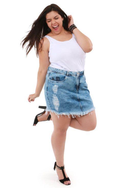 saia jeans curta para gordinha 4 490x735 Jeitos de usar Saia Jeans Curta Perfeita para o Verão