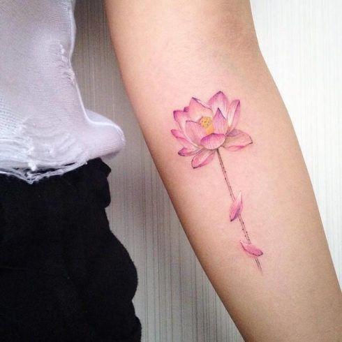 tatuagem flor de lotus delicada 490x490 Tatuagem Flor de Lótus Feminina, Áreas a Tatuar
