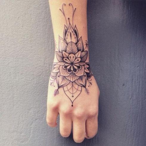 tatuagem flor de lotus na mao 1 490x490 Tatuagem Flor de Lótus Feminina, Áreas a Tatuar