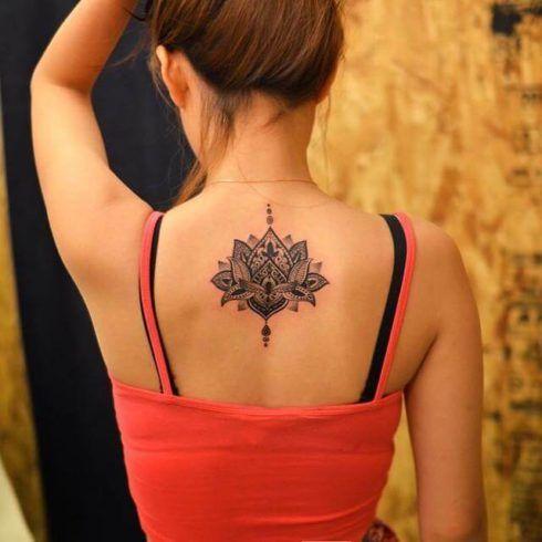 tatuagem flor de lotus nas costas 2 490x490 Tatuagem Flor de Lótus Feminina, Áreas a Tatuar