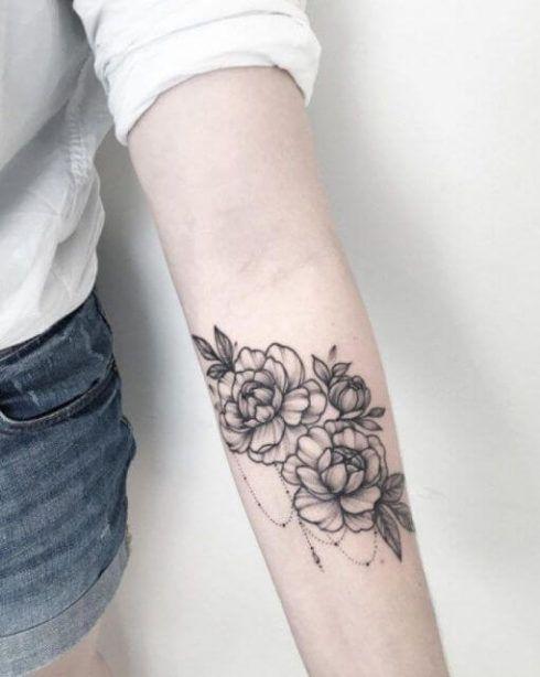 tatuagem flor de lotus no braco 4 490x614 Tatuagem Flor de Lótus Feminina, Áreas a Tatuar