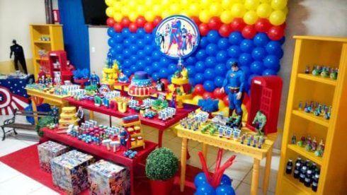 imagem 10 6 490x276 Festa Infantil de Aniversário Liga da Justiça como Decorar com Esse Tema