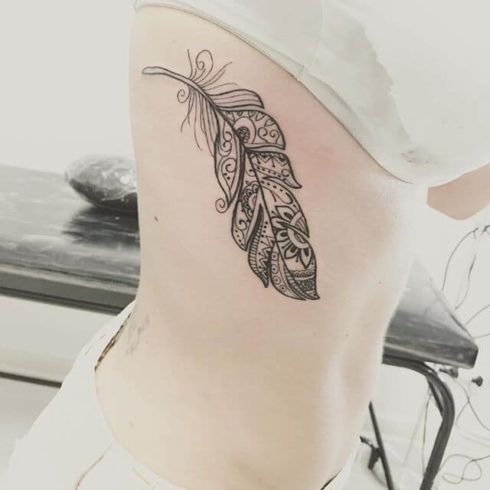 imagem 14 11 490x490 Fotos Tatuagem de Pena Feminina, Em Várias partes de Corpo
