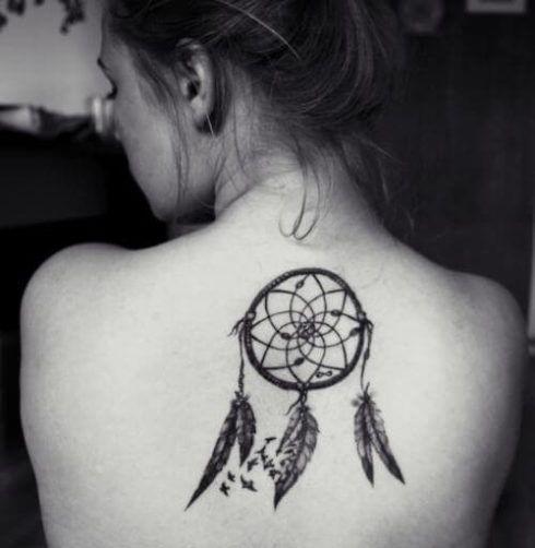 imagem 3 16 490x502 Tatuagem Filtro dos Sonhos Feminina em diversas partes do corpo