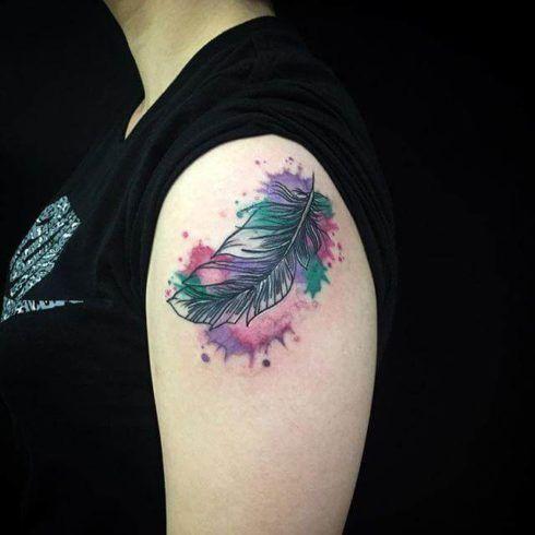 imagem 4 81 490x490 Fotos Tatuagem de Pena Feminina, Em Várias partes de Corpo