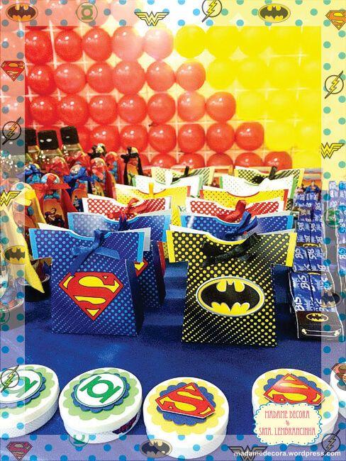 imagem 5 22 Festa Infantil de Aniversário Liga da Justiça como Decorar com Esse Tema
