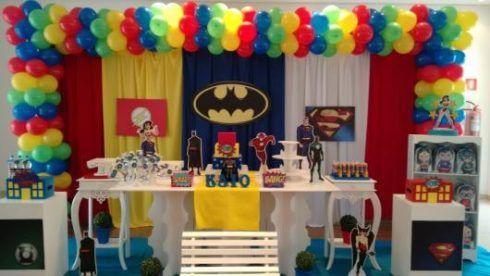 imagem 6 15 490x276 Festa Infantil de Aniversário Liga da Justiça como Decorar com Esse Tema
