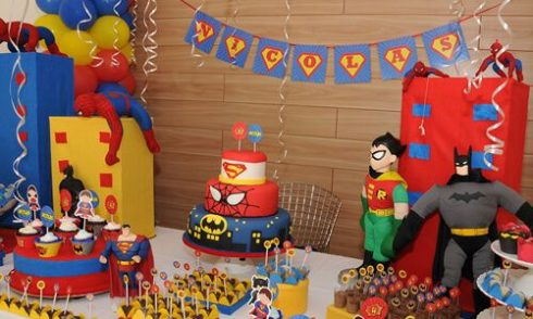 imagem 6 16 490x294 Festa Infantil de Aniversário Liga da Justiça como Decorar com Esse Tema