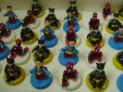 imagem 6 17 490x365 Festa Infantil de Aniversário Liga da Justiça como Decorar com Esse Tema