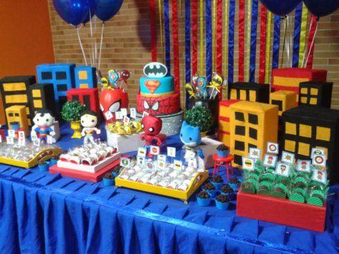 imagem 7 5 490x368 Festa Infantil de Aniversário Liga da Justiça como Decorar com Esse Tema