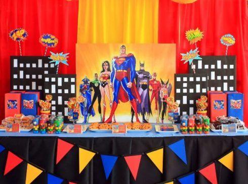 imagem 8 5 490x363 Festa Infantil de Aniversário Liga da Justiça como Decorar com Esse Tema