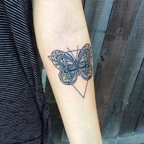 tatuagem borboleta no bra%C3%A7o 1 490x490 Tatuagem de Borboleta Feminina, Desenhos, partes do Corpo