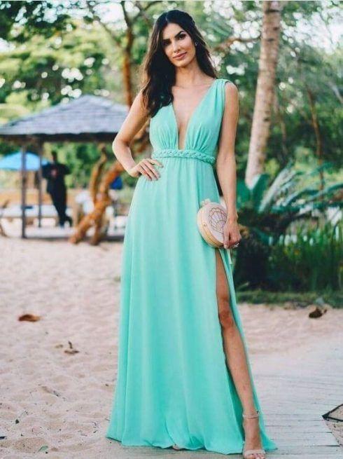 vestido para madrinha de casamento na praia 1 490x655 Vestidos para Madrinha de Casamento 2019 2020, Jeitos de usar