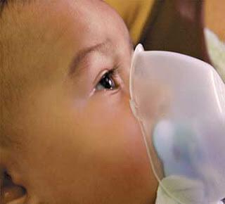 Inala%C3%A7%C3%A3o com Berotec e Soro Fisiol%C3%B3gico Como acabar com catarro em bebê e melhorar a respiração